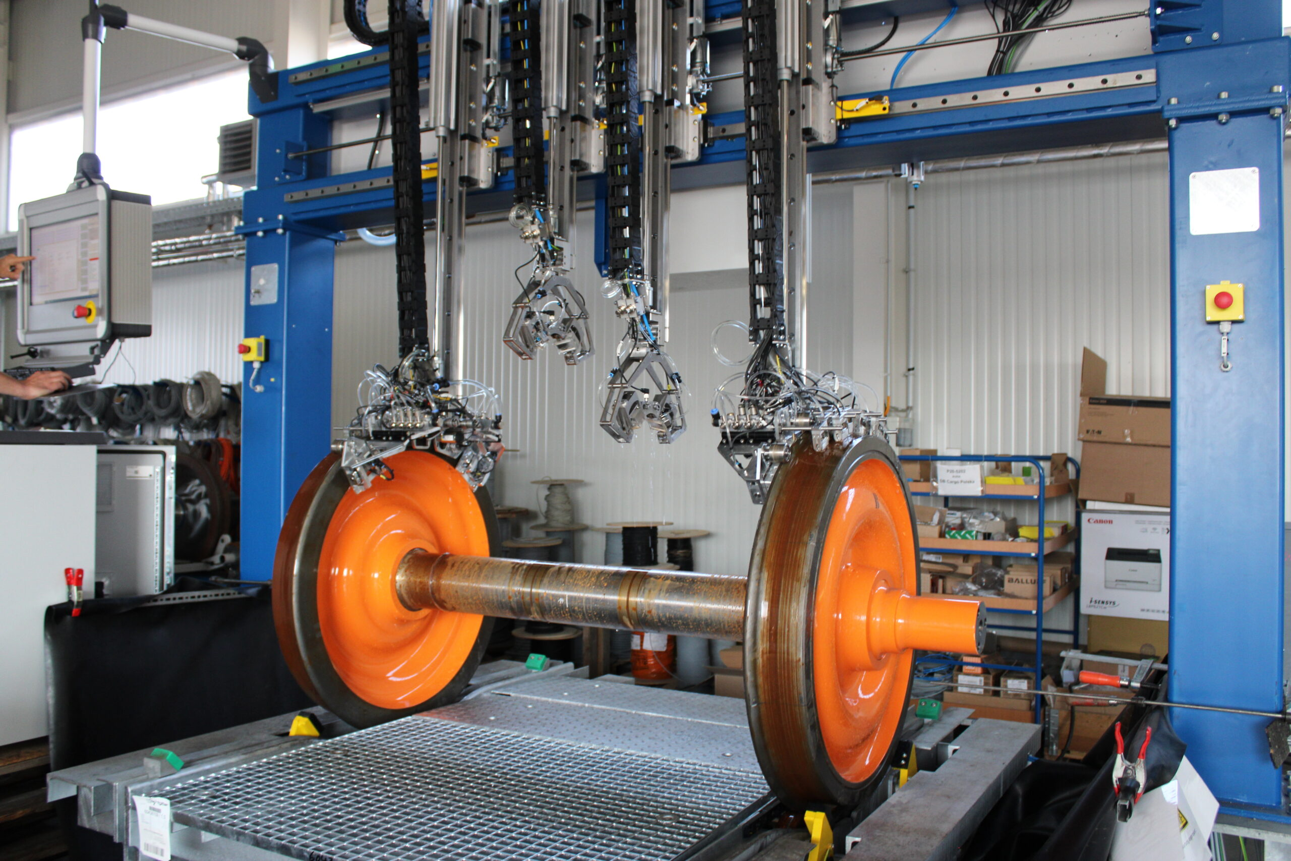 Ultrasound testing equipment for wheels and shafts